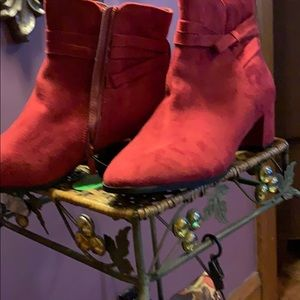 Red faux suede boot NWT 9.5 wide